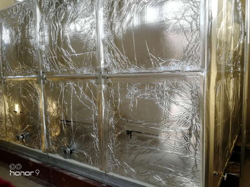 无棣县liu堡zhenxin海中学24立fang玻璃钢橡塑水箱