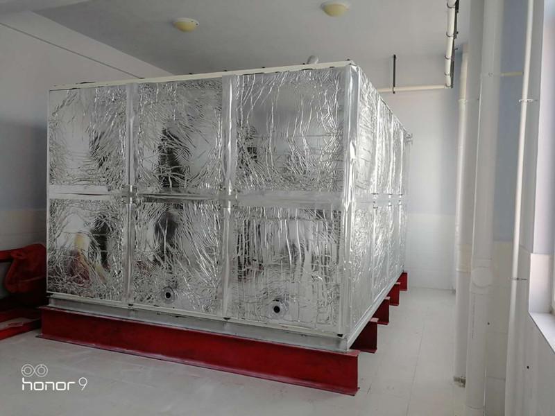 无棣县水湾zhen小学24立fang玻璃钢橡塑水箱